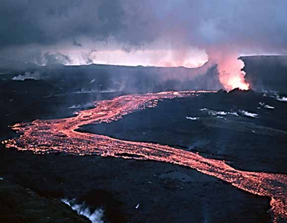 Lava flowing at Hekla, Iceland because of the Mid-Atlantic Rift.  Ryan, Michael.  1984.  Wikimedia Commons.