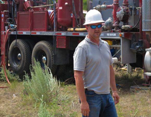 Dave Mencin (UNAVCO) overseeing the TP&D drilling operations.