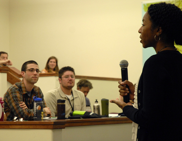 RESESS Director Aisha Morris speaks to 2014 RESESS interns at the Week One orientation to UNAVCO and the RESESS program. (Photo by Beth Bartel.)