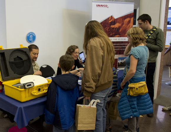 Strainmeter specialist Wade Johnson and Geodetic Data Services project manager Fran Boler engage families at Super Science Saturday. The event reaches hundreds of children and their adult escorts. Photo by Beth Bartel, UNAVCO.