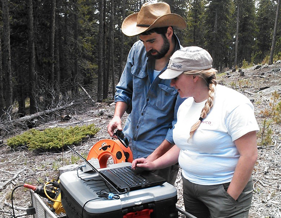 RESESS intern Stacy Hendricks and mentor Aaron Bandler get to know the software for Stacy\'s summer seismology project. (Photo/Megan Doughty)
