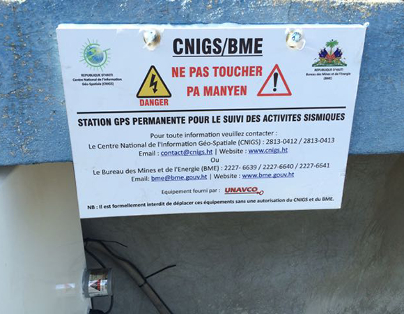 Informational GPS station sign in Haiti to deter vandalism. (Photo/Mike Fend, UNAVCO)