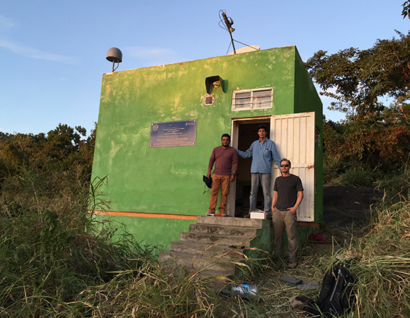 UNAVCO and UNAM staff at TLALOCNET GPS-met station TNPJ on the SSN seismic bunker at Pijijiapan, Chiapas.