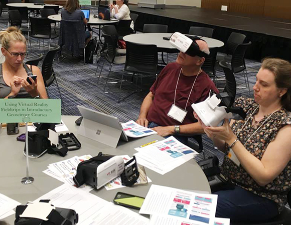 Anita Marshall, far right, explores ways to give more students access to outcrops at the Using Virtual Reality Field Trips in Introductory Geoscience Courses round table. (Photo/NAGT)