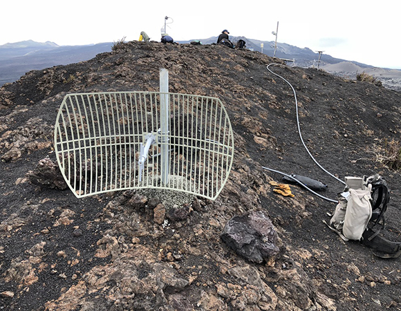 Newly installed high-gain data radio antenna at GV01 on the northeast rim of the Sierra Negra volcano. (Photo/John Galetzka, UNAVCO)