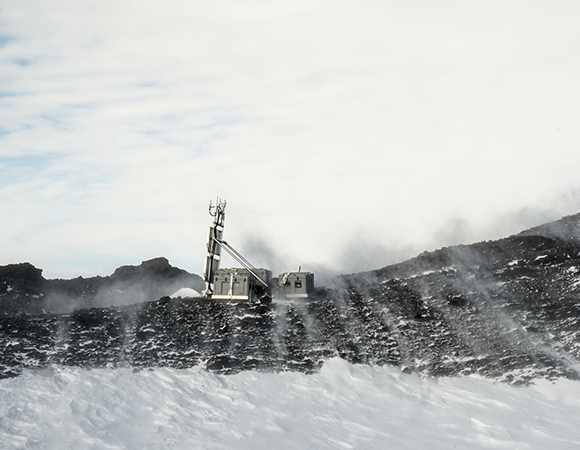 60 kts at Toney Mountain (TOMO) site. (Photo/Nicolas Bayou, UNAVCO)