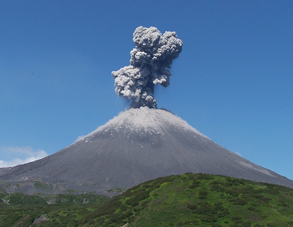 The Community Network for Volcanic Eruption Response (CONVERSE) brings together US-based volcanologists from across disciplines to coordinate scientific responses to volcanic unrest in the US. Collaborators bring experience from studying eruptions around the world, including this 2008 eruption of Karymsky, in Kamchatka, Russia. (Photo/Ronni Grapenthin)
