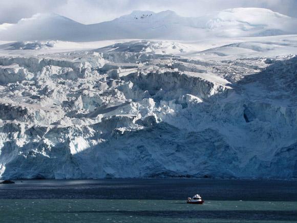 A grounded tidewater glacier at Point Wild, Elephant Island, Antarctic Peninsula. Credit: Bethan Davies, AntarcticaGlaciers.org