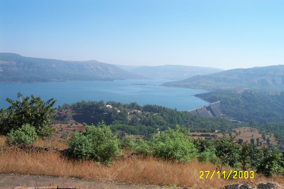 Photograph of Koyna dam and reservoir in 2003.  Photograph credit: V. K. Gahalaut.